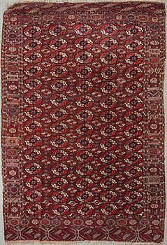 An antique Tekke carpet, 318 x 217 cm.