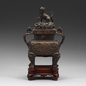 294. RÖKELSEKAR med LOCK, brons. Kina,  Qingdynastin, 1600/1700-tal, på träställ.