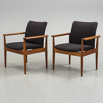 FINN JUHL, a pair of teak armchairs 'Diplomat' for France & Søn, second half of the 20th century.