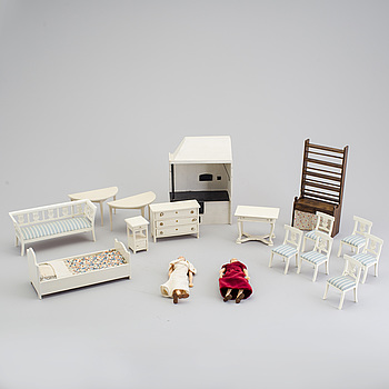 A lot of 15 pieces of doll house furniture by Berit Bergström, Nolbyn, Värmländskt hantverk, first half of the 20th cent.