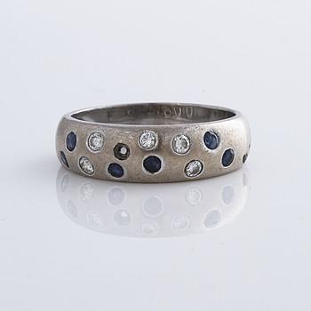 RING med safirer och briljantslipade diamanter, C G Hallberg.