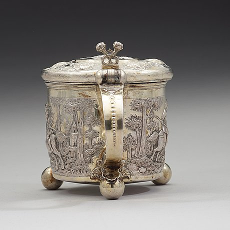 A swedish/baltic late 17th/early 18th century parcel-gilt tankard, unmarked.