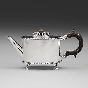 103. A Swedish early 19th century silver tea-pot, mark of Pehr Zethelius, Stockholm 1800.