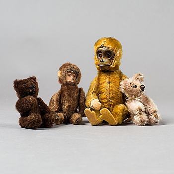A lof of 2 teddybears and 2 monkeys, Germany, first half of the 20th century.
