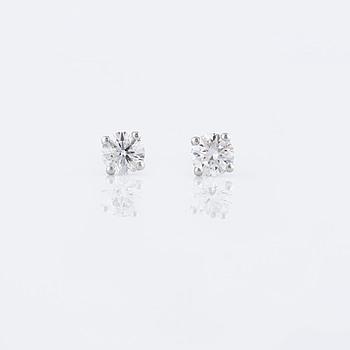 ÖRHÄNGEN, med briljantslipade diamanter totalt ca 0.60 ct.
