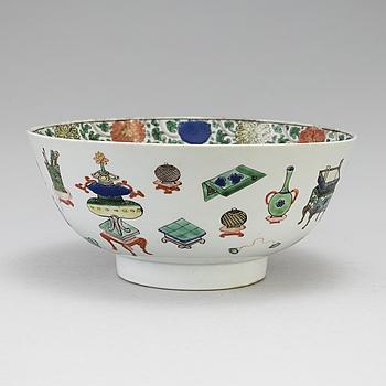 A Chinese famille verte porcelain bowl, Kangxi (1662-1722).