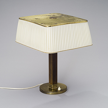 PAAVO TYNELL, A TABLE LIGHT. Model 5066, manufactured by Taito Oy, 1940s.