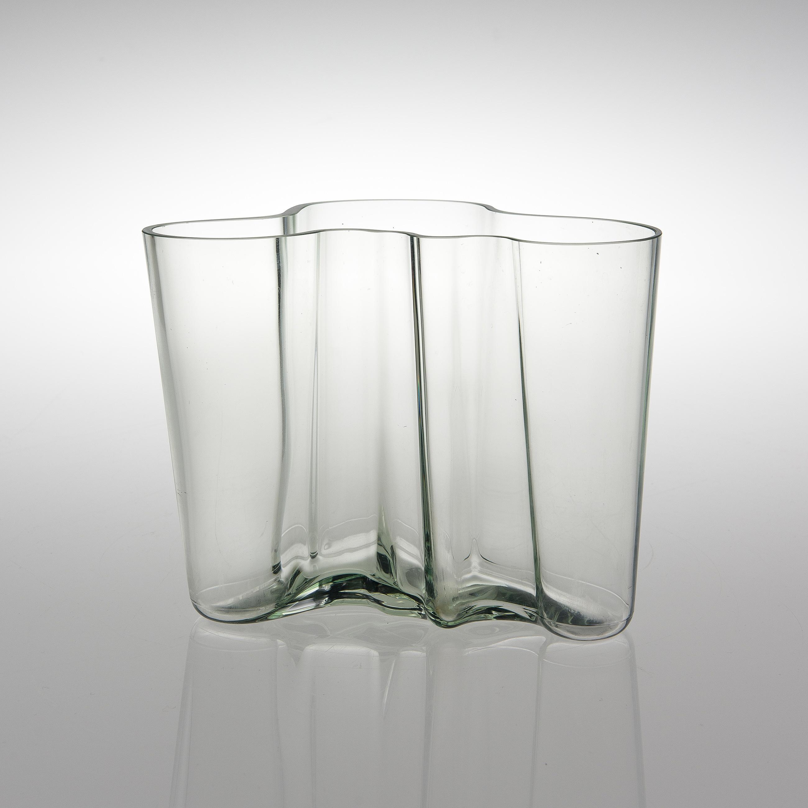 Alvar aalto a savoy glass vase marked alvar aalto 100 iittala 10252044 bukobject reviewsmspy