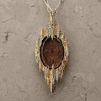 9. OMEGA, design Andrew Grima, hängur, 43,5 x 110 mm,