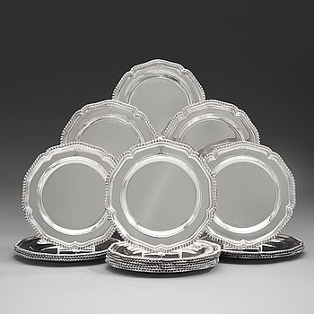 104. A set of 18 English silver plates, mark possibly of William Stroud, London 1808.