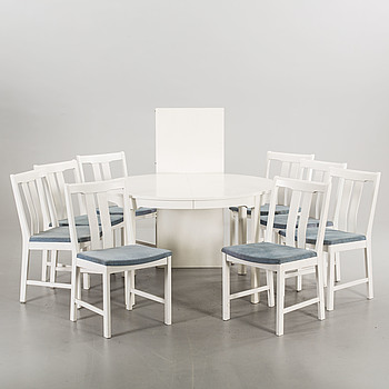 A DINING TABLE WITH EIGHT CHAIRS, second half of the 20th century.