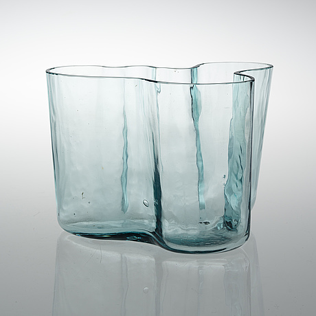 Alvar aalto, a vase. savoy. karhula, 1930s.