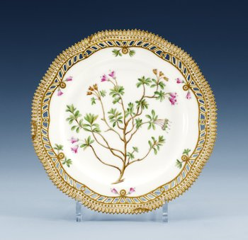 A set of 12 Royal Copenhagen ´Flora Danica´porcelain plates, end of 19th century, model 3554. (12). Diameter 22,5 cm.