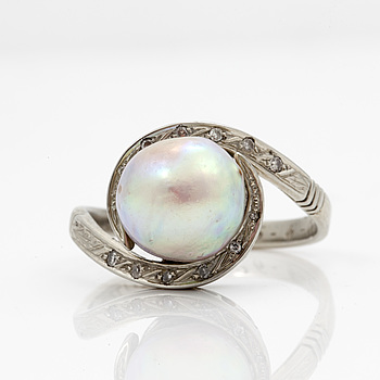 RING med troligen äkta pärla samt åttkantsslipade diamanter.
