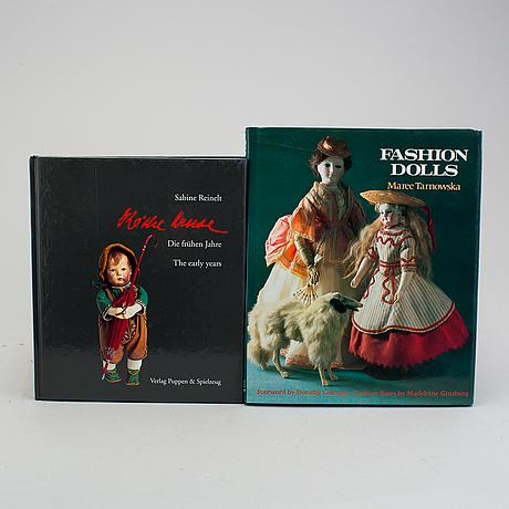 A lot of twelve books regarding antique dolls.