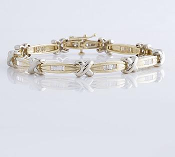 BRACELET, A ca 1,60 cts baguette cut diamond bracelet.