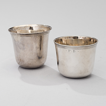 TWO FRENCH SILVER CUPS, ca 1800, weight 134 g.