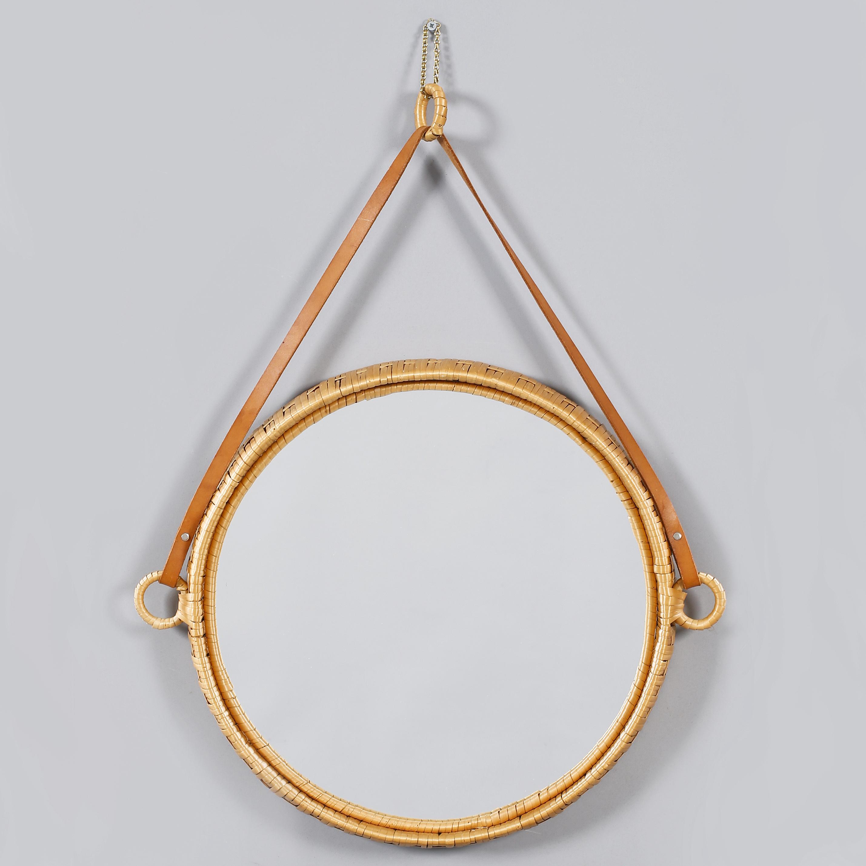 spegel med läderband