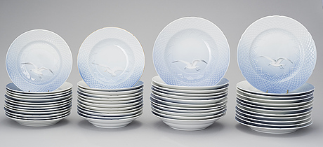 Photo Bukowskis & A set of Danish Bing u0026 Grøndahlu0027s u0027Seagullu0027 porcelain dinnerware 72 ...