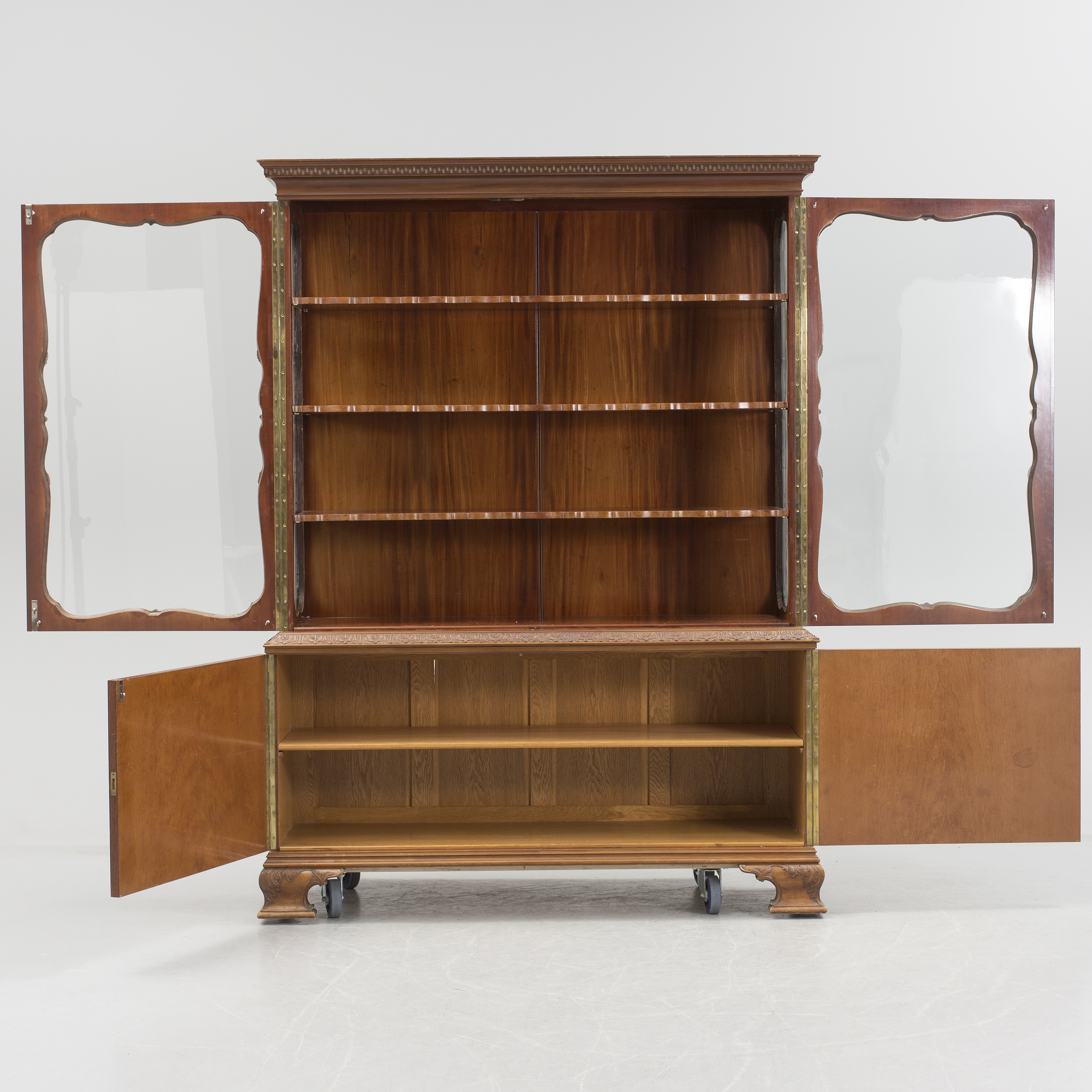 A 20th Century Chippendale Vitrine And Sideboard Bukowskis