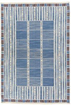 """118. MATTA, """"Salerno blå"""", rölakan, 371,5 x 255,5 cm, signerad AB MMF BN."""