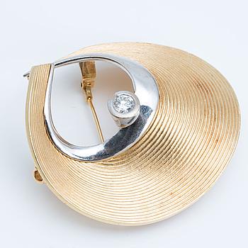 OLE LYNGGAARD COPENHAGEN, brosch/lås med briljantslipade diamant ca 0.55 ct.