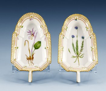 A pair of Royal Copenhagen ´Flora Danica´porcelain sauceboats, Denmark 1950´s-60´s, model 3544. (2). Decorated with ´Jasione montana L´and ´Calypso bulbosa G. ...