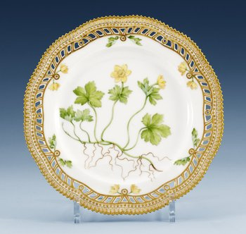 A set of nine Royal Copenhagen ´Flora Danica´porcelain plates, Denmark, early 20th century, model 3554. (9). Diameter 22,5 cm.