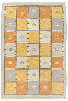 119. A CARPET, flat weave, 305,5 x 205,5 cm, signed AGDA ÖSTERBERG.