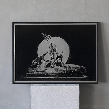 """BANKSY, screen print on paper, """"Flag"""" osignerad upplaga 348/1000. Stämpelmärkt P.O.W. printmaking."""