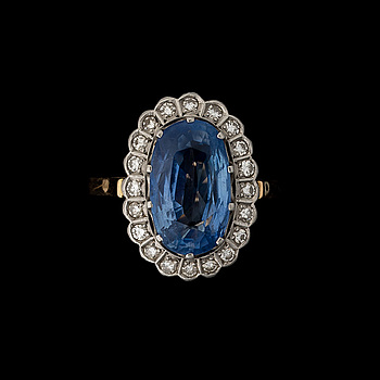 A RING, facetted sapphire, 8/8 cut diamonds, 18K gold. Westerback, Helsinki Finland 1977.