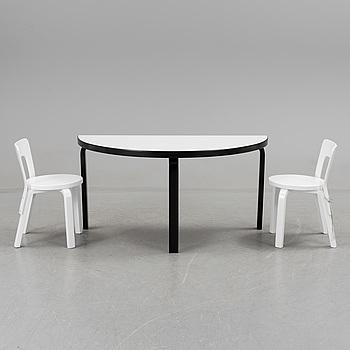 """ALVAR AALTO, bord för barn och 3 stolar """"Modell 66"""". Artek, 1900-talets andra hälft."""