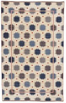 "221. MÄRTA MÅÅS-FJETTERSTRÖM, MATTA, ""Blå plump"", rölakan, ca 406,5 x 253 cm, signerad AB MMF."