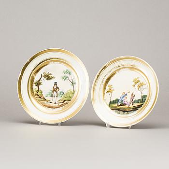 TALLRIKAR, ett par, porslin, 1800-tal.