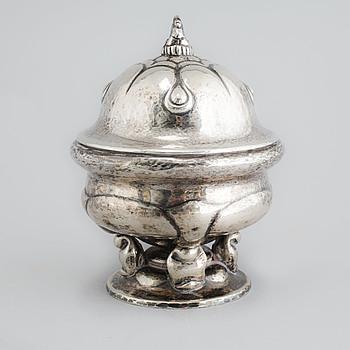 BONBONJÄR, silver, jugend, kontrollmästare Christian F Heise, Köpenhamn, 1918, vikt 495 g.
