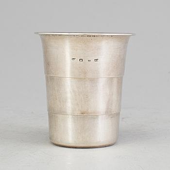 JAKTBÄGARE, silver, Malmö, 1864. Vikt ca 75 gram.
