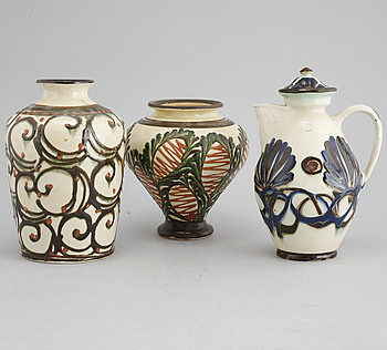 VASER, 2 st, samt KANNA, keramik, Herman A Kähler A/S,  Danmark, 1839-1974.