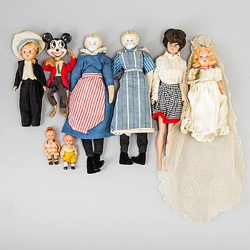 DOCKOR, 15 stycken, porslin och celluloid, bland annat Barbie, 1900-tal.