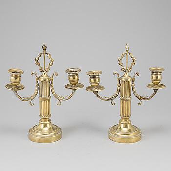 KANDELABRAR, ett par, brons, sengustavianska, omkring år 1800.