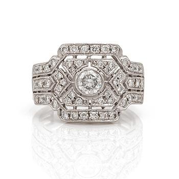 RING med briljantslipade diamanter.
