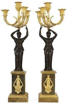 943. KANDELABRAR, för fyra ljus, ett par. Empire, 1800-talets början.