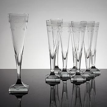 CHAMPAGNESTRUTAR, 8 st, glas, sengustavianska, omkring år 1800.