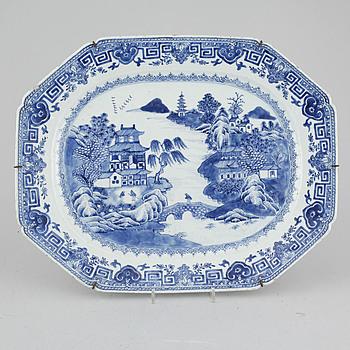 STEKFAT, porslin, Kina, Qianlong, 1736-1795.