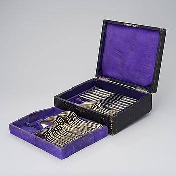 SILVERBESTICK 48 ST, förgyllt silver och niello, Moskva 1842, okänd mästare, vikt utan knivar 2036 g.