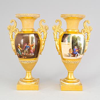 URNOR, porslin, ett par, empire, Frankrike, omkring 1830.