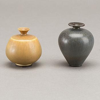 BERNDT FRIBERG, vaser 2 st signerade samt med studiohanden, stengods, 1900-talets andra hälft.
