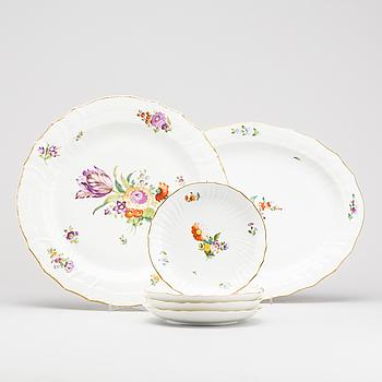 """SERVIS, ca 20 delar """"Sachsisk blomst"""" porslin Royal Copenhagen 1900-talets andra hälft."""