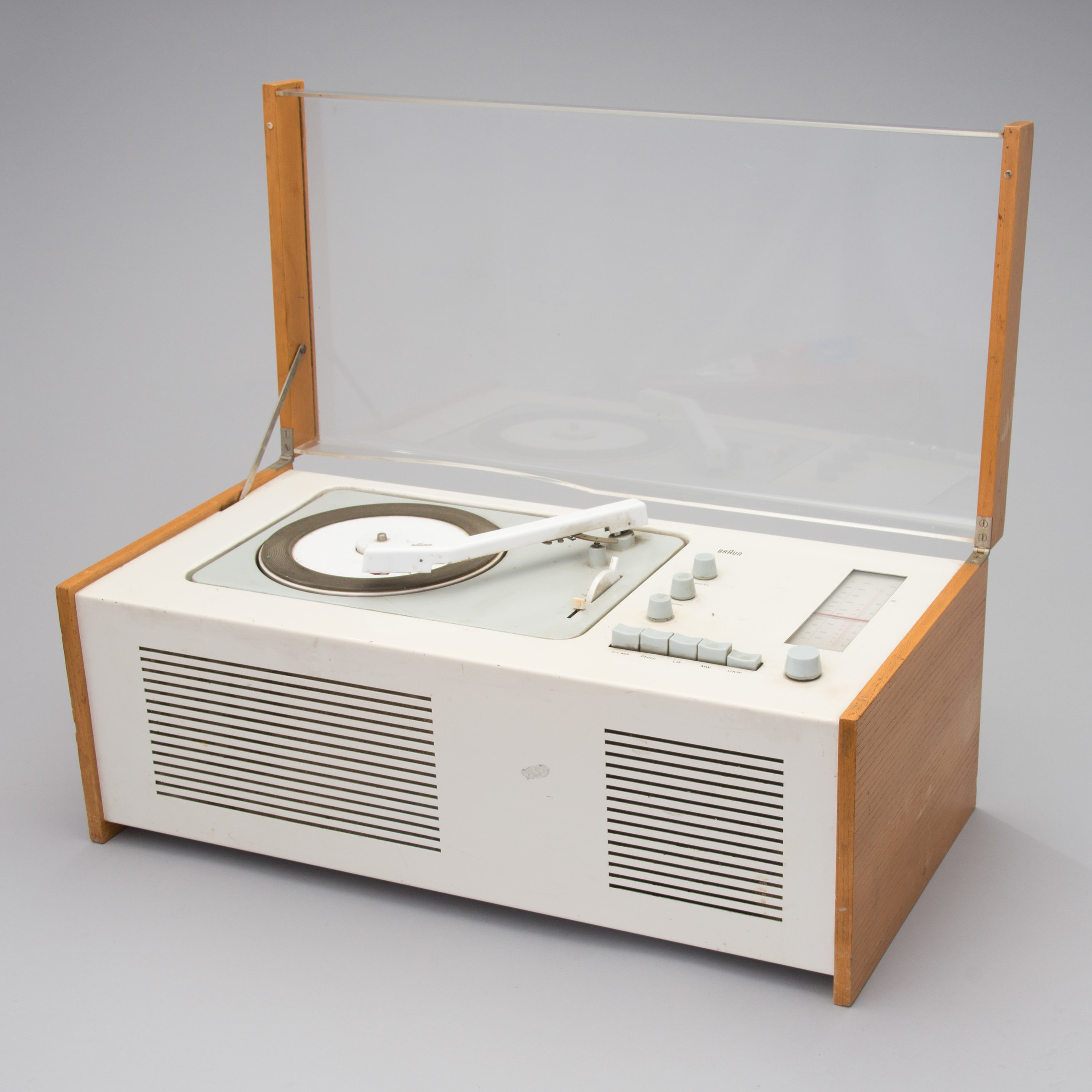 radio levysoitin sk 61 dieter rams ja hans gugelot braun saksa 1960 luku bukowskis. Black Bedroom Furniture Sets. Home Design Ideas