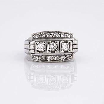 RING, med åttkant och briljantslipade diamanter, importstämplad.