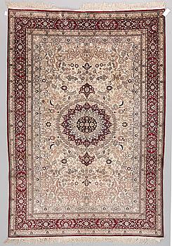MATTA, orientalisk silke, ca 272 x 188 cm.